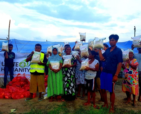 aid being delivered to indonesia tsunami affected areas